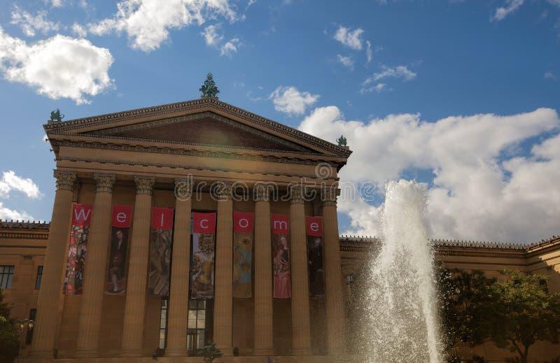 在费城艺术馆的喷泉前面 库存图片