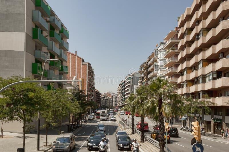 在巴塞罗那街道上的交通  免版税图库摄影