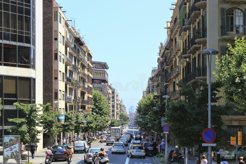 在巴塞罗那街道上的交通  图库摄影