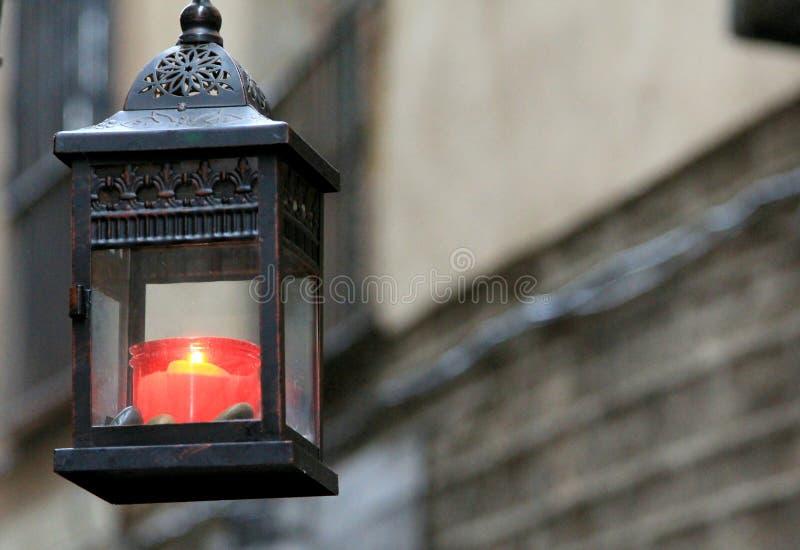 在巴塞罗那街道的红色蜡烛  免版税库存图片