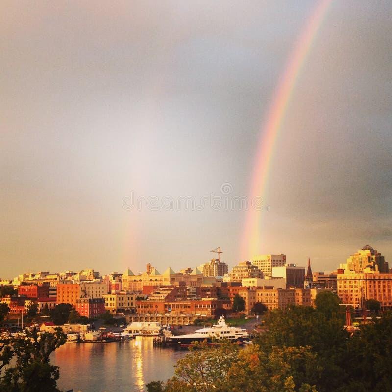 在维多利亚岛加拿大的美丽的双重彩虹 图库摄影