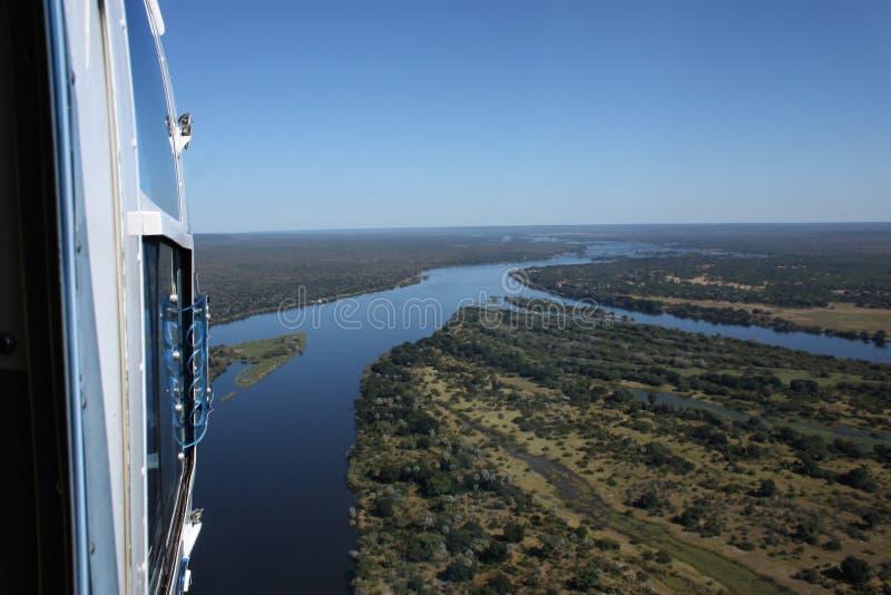 在维多利亚瀑布赞比西河的观光的直升机  免版税图库摄影