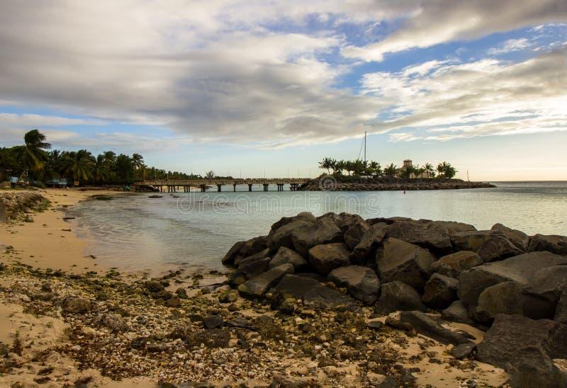 在巴巴多斯的西北海岸的偏僻和平静的海滩 图库摄影