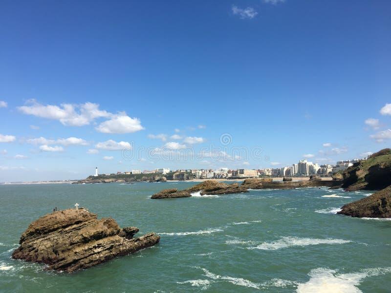 在维尔京岩石的上面的看法在Biarritiz在法国 库存图片