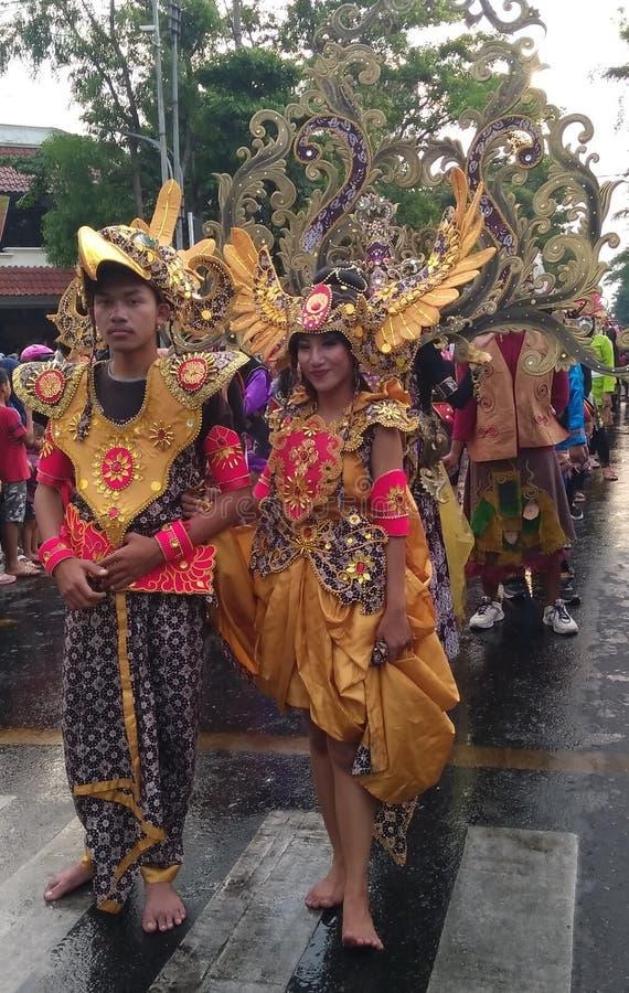 在2017年在纪念印度尼西亚的独立日的狂欢节队伍的习惯衣物 免版税库存图片