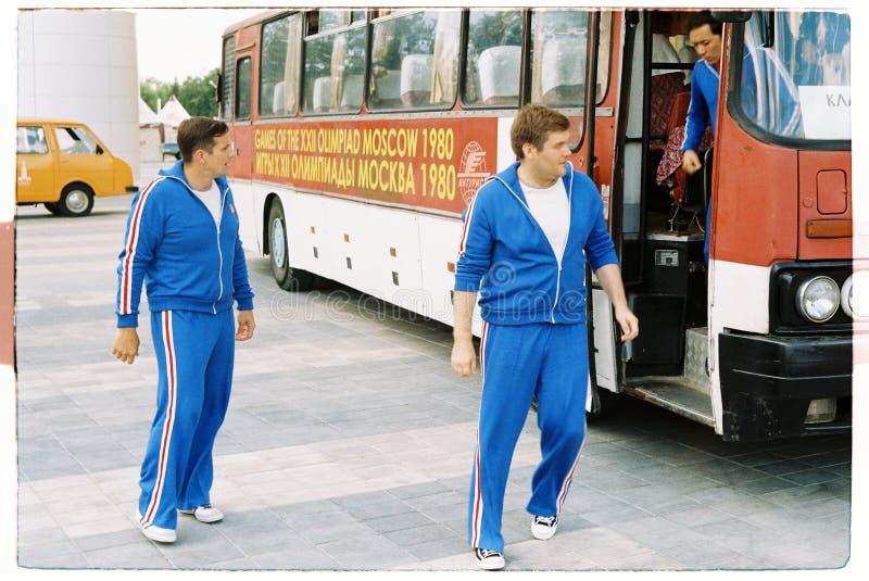 在1980年拍摄关于奥运会的电影在莫斯科-供以人员运动员走 免版税库存照片