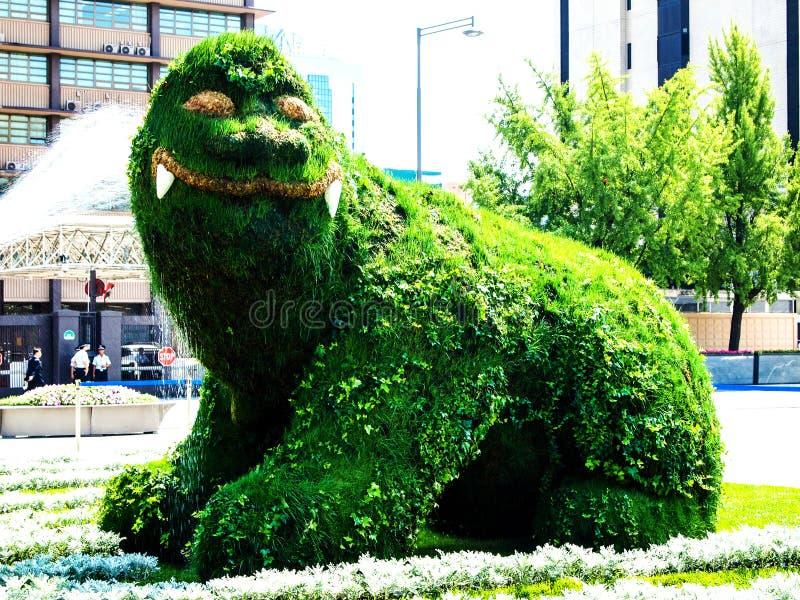 在2009年8月,它在Gwanghwamun广场被更新了,水在海泰修剪的花园洒,汉城Metropolita的标志 免版税库存图片