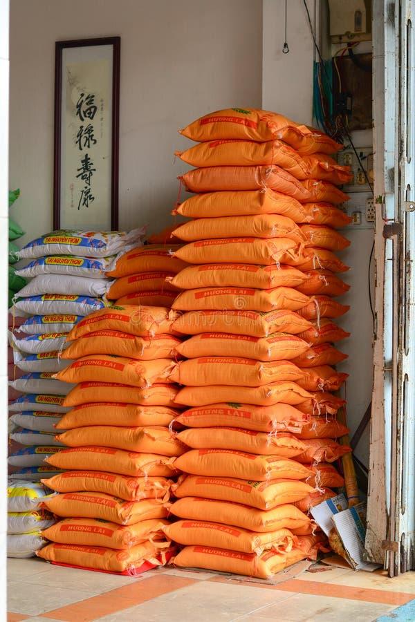 在仓库的米袋子 免版税图库摄影