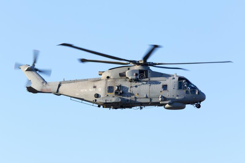 在离开的海军直升机 库存照片