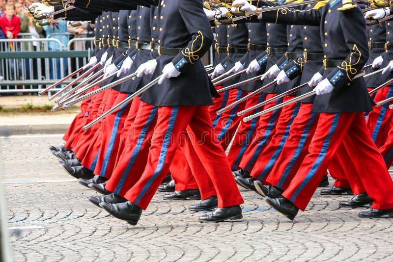 在仪式期间的军事游行 图库摄影