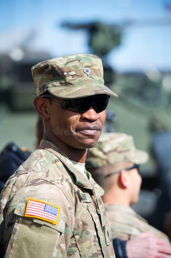 在暴徒乘驾锻炼期间的美国陆军战士 免版税库存图片