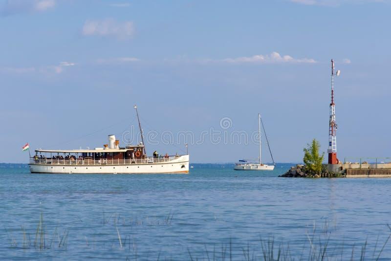 在巴拉顿湖的船 库存图片