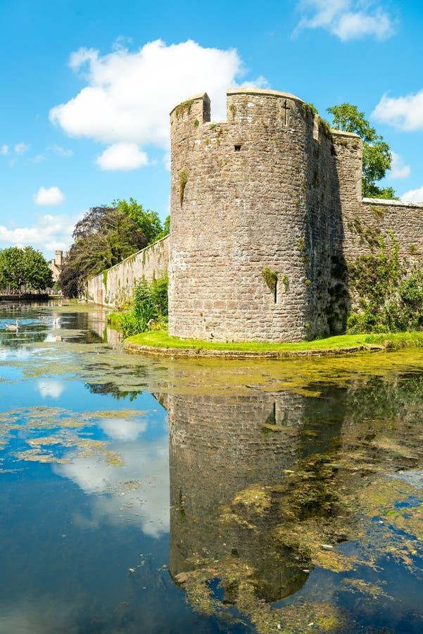 在主教` s宫殿的护城河在维尔斯 免版税库存图片