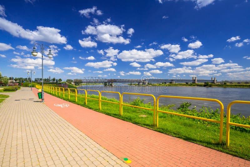 在维斯瓦河的边路和自行车道路在特切夫 库存图片