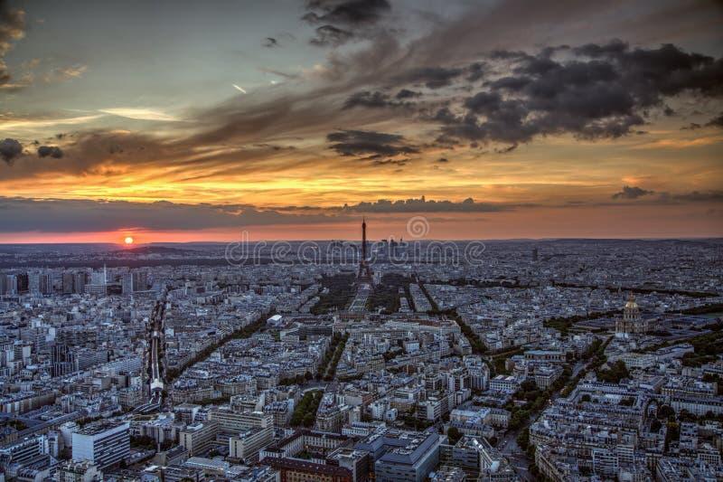 Download 在巴黎日落 库存照片. 图片 包括有 晒裂, 旅行, 晚上, 夜间, 风景, 都市风景, 通风, 巴黎, 日落 - 62527886