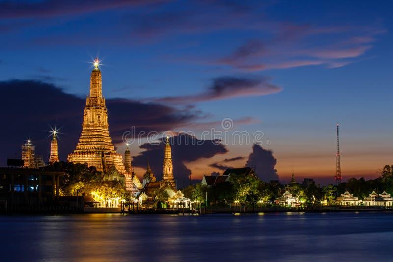 在黎明寺的Stupa在泰国 库存照片