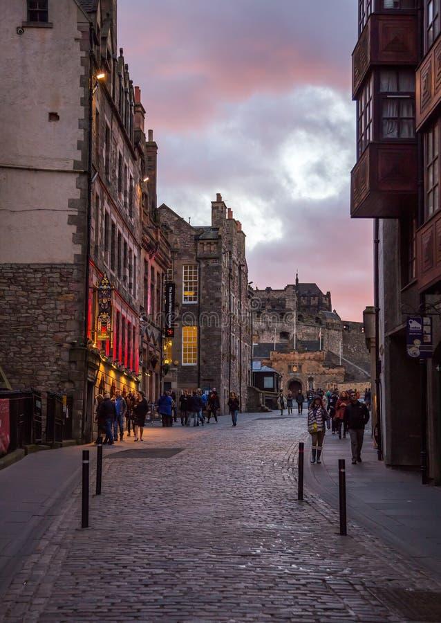在黄昏光的皇家英里街道 免版税库存照片