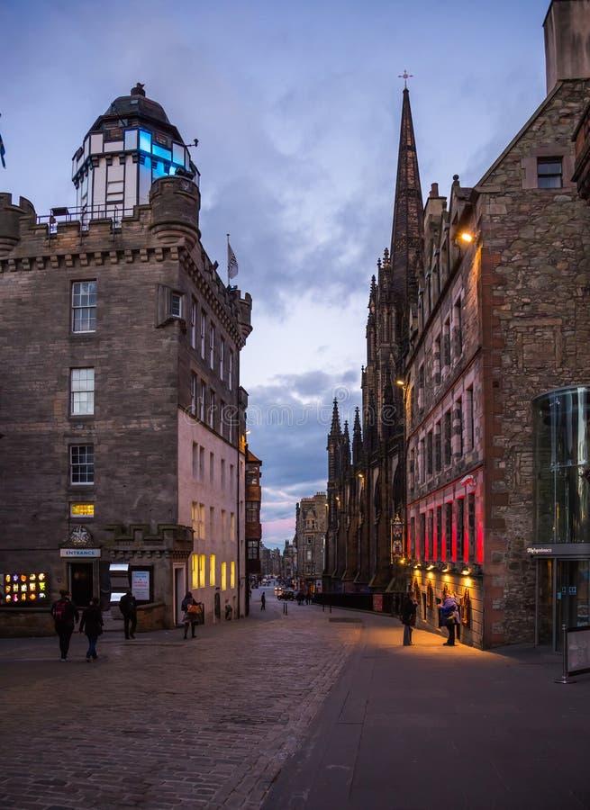 在黄昏光的皇家英里街道 免版税库存图片