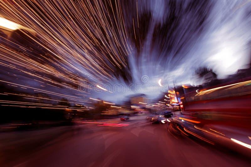 在黄昏的伦敦街道 库存图片