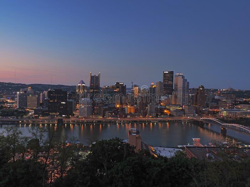 在黄昏的匹兹堡地平线 图库摄影