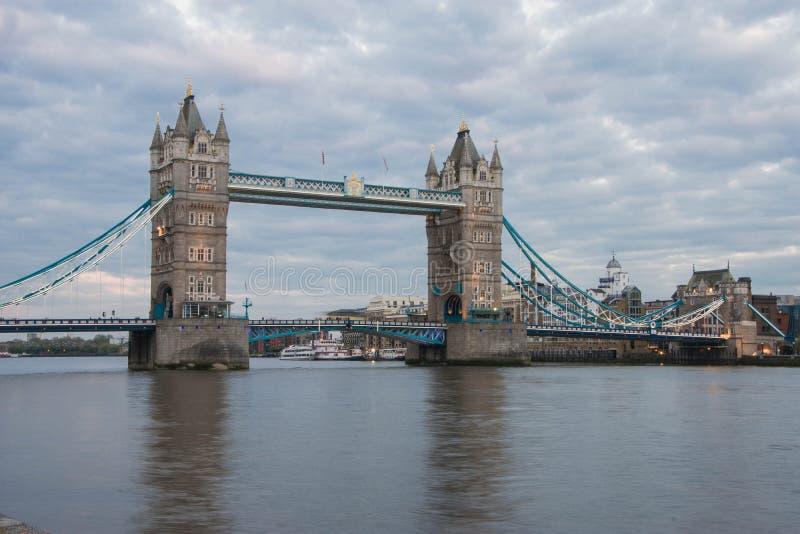 在黄昏的塔桥梁,伦敦 免版税库存照片