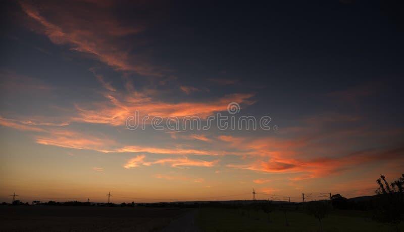在黄昏的日落 免版税库存照片