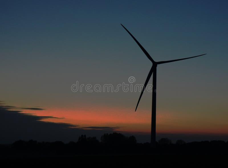 在黄昏的涡轮 免版税图库摄影