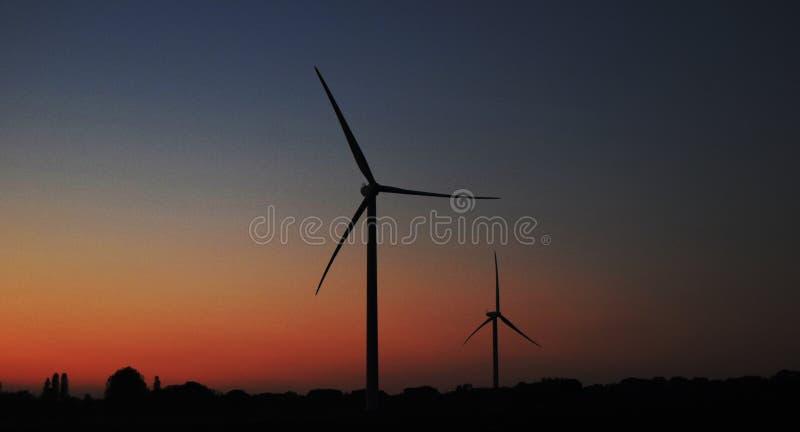 在黄昏的涡轮 免版税库存图片
