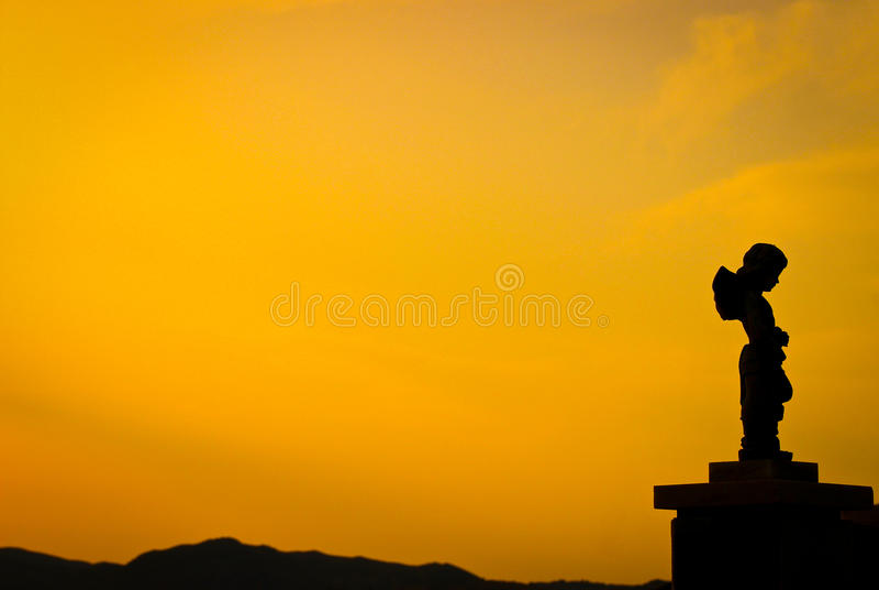 在黄昏的雕象 免版税图库摄影
