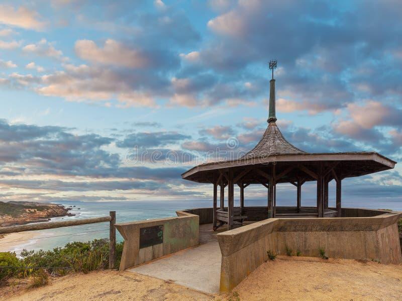 在黄昏的Coppins监视眺望台 索伦托后面海滩,早晨 库存照片