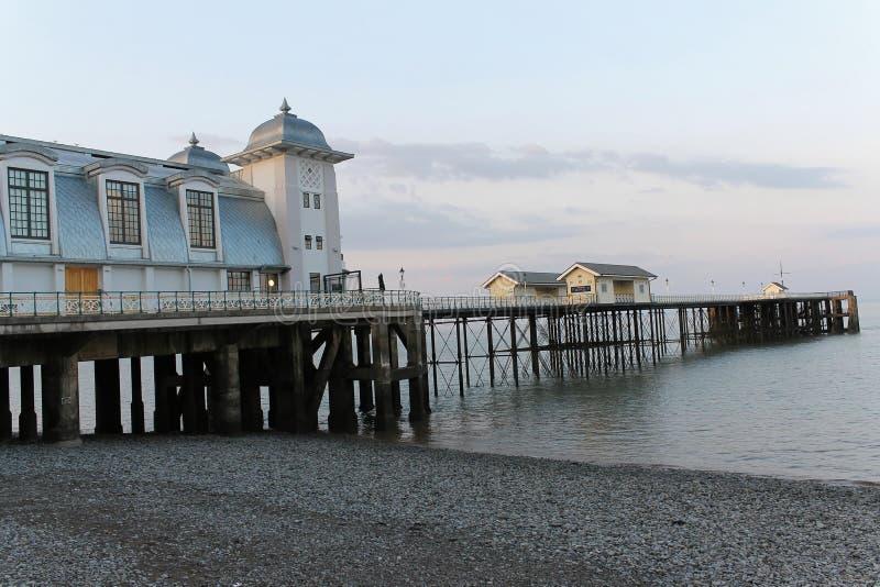 在黄昏的Penarth码头 免版税库存照片