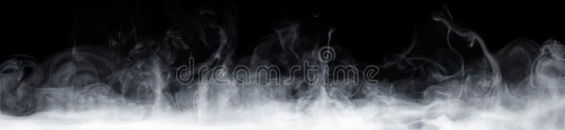 在黑暗的抽象烟 免版税库存照片