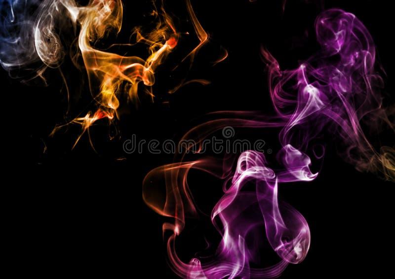在黑暗的背景的抽象烟 图库摄影