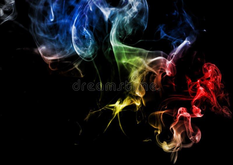 在黑暗的背景的抽象烟 免版税库存照片