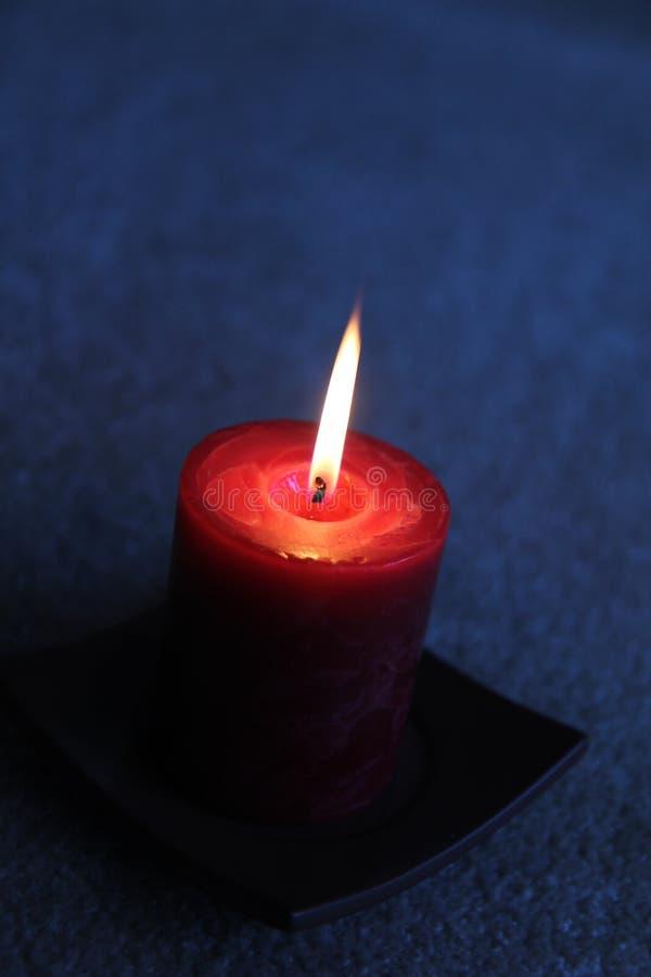 在黑暗的蜡烛 图库摄影