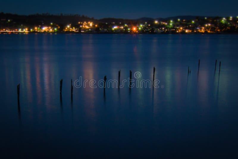 在黑暗的跳船 免版税库存照片