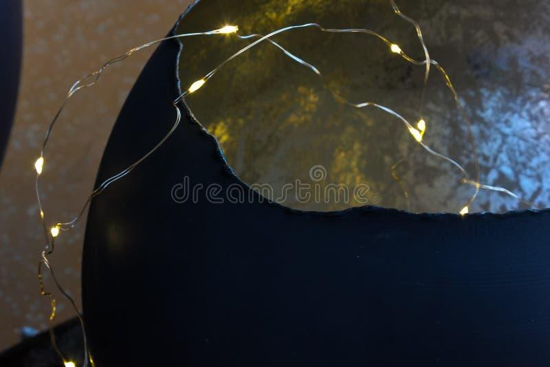 在12月下午的被照亮的chritmas装饰 免版税库存照片
