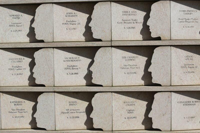 在9月11日攻击丧生的74名史泰登岛居民尊敬了在明信片9/11纪念品在史泰登岛 免版税库存照片