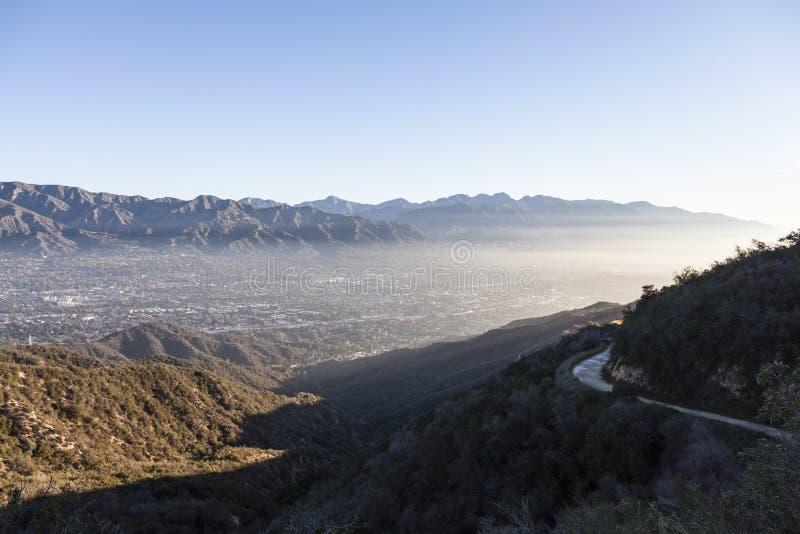 在洛杉矶附近的La加拿大遂石山脉 免版税库存图片