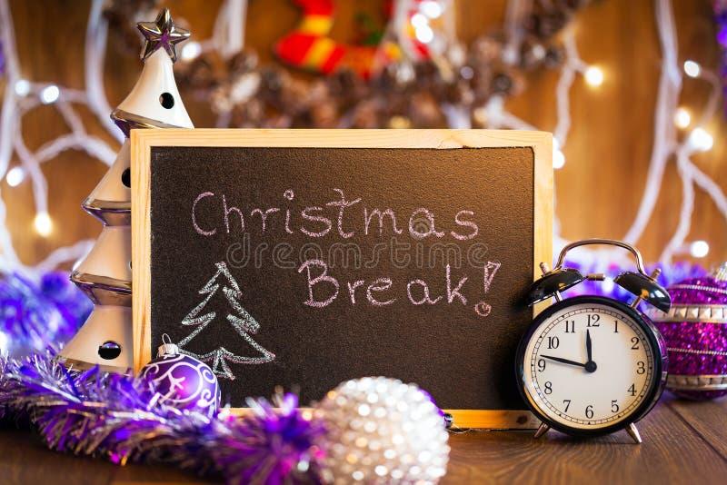 在黑黑板写的圣诞节断裂 库存照片