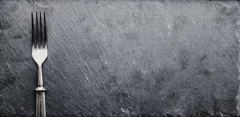在黑板岩的叉子 库存照片