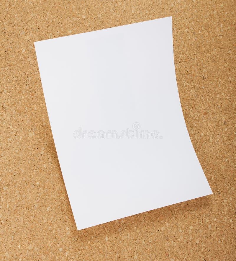 在黄柏板的空白的飞行物海报 免版税图库摄影