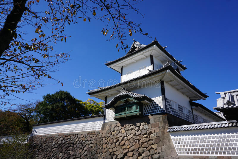 在今池城堡的美好的塔门在好天气天 免版税库存图片
