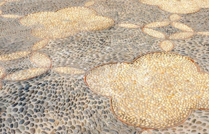 在水泥地板,纹理背景的透视小卵石 库存图片