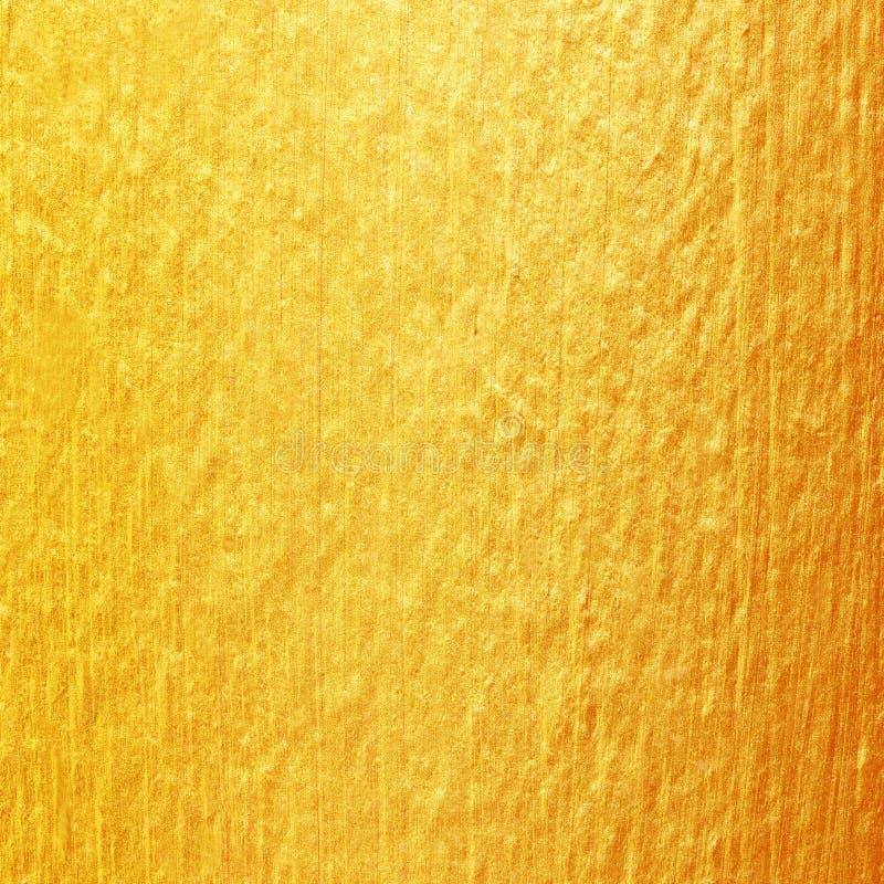 在水泥墙壁纹理的金油漆 背景金黄纹理 免版税图库摄影