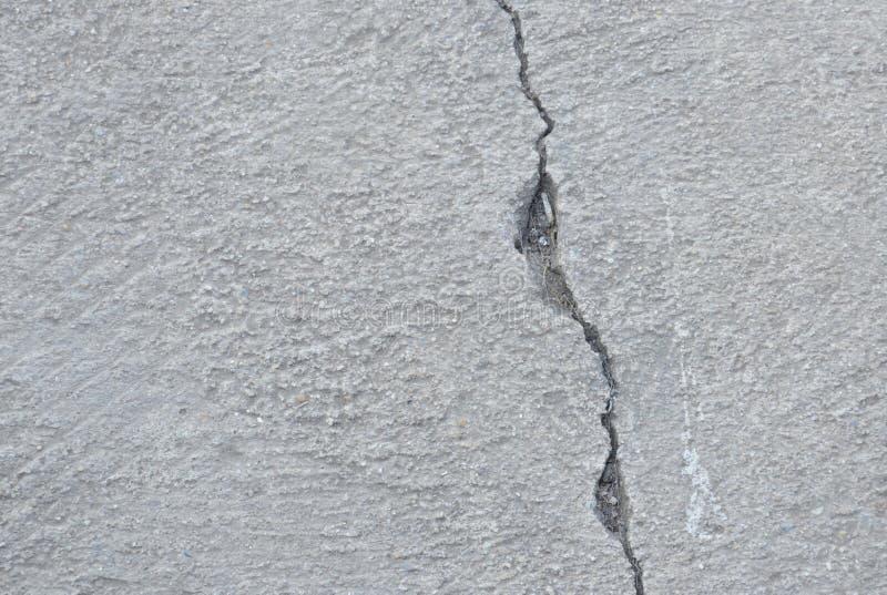 在水泥小径纹理和背景的裂缝 库存照片