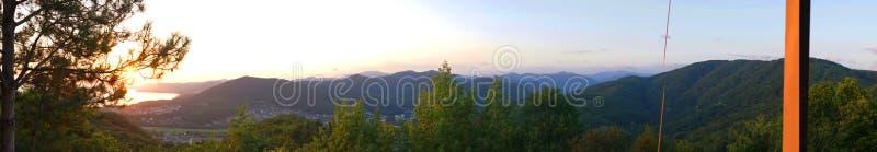 在黑海和山的美好的全景五颜六色的日落视图 Agoy, Tuapse地区 俄国 库存照片