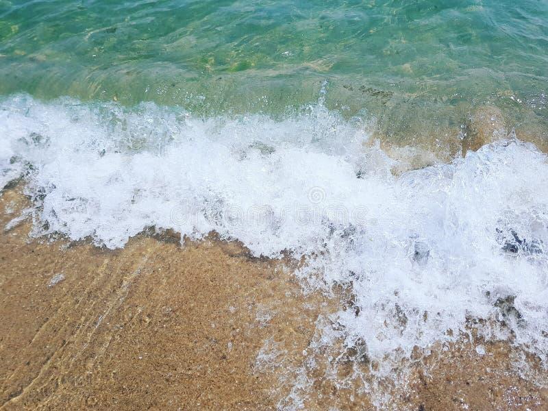 在黑海岸的波浪  库存图片