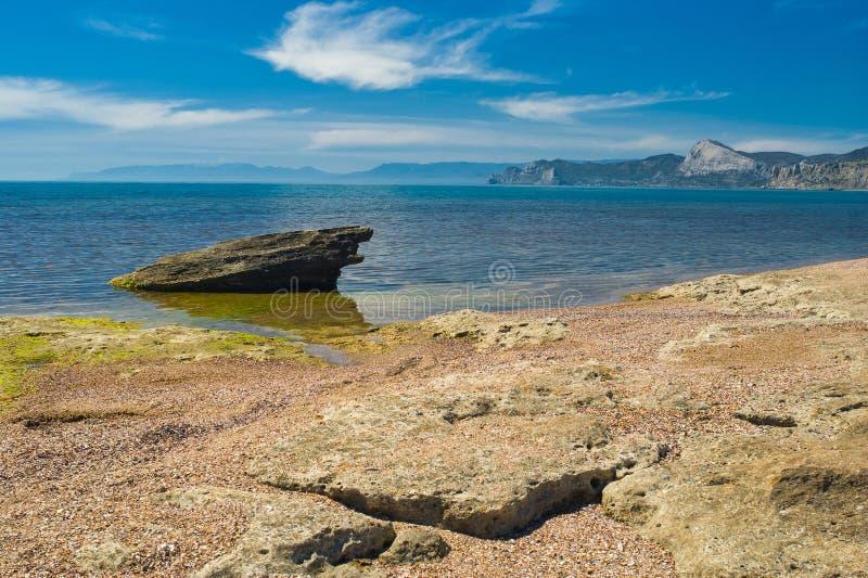在黑海岸的狂放的海滩在Meganom海角 免版税图库摄影