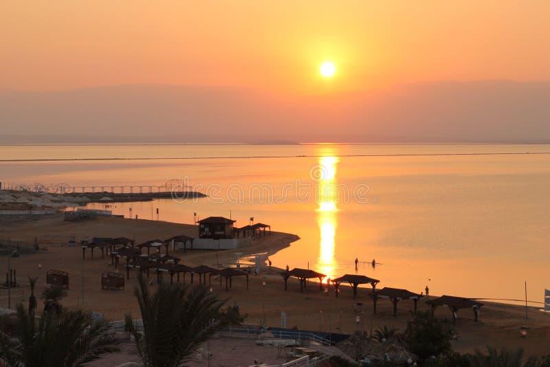 在死海的早晨太阳 库存照片
